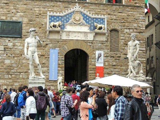 Piazza della Signoria : けっこう大きい!