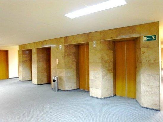 Hotel Belgrad: エレベーターホール