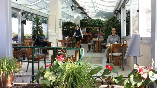 Hotel Niles Istanbul : Really pretty breakfast and sitting area