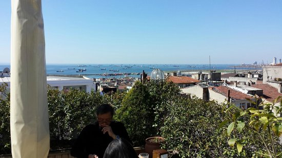 Hotel Niles Istanbul: View over the Sea of Marmara from terrace
