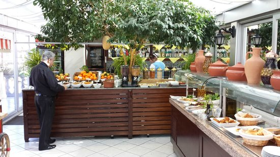 Hotel Niles Istanbul: Good selection of breakfast food