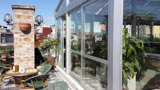 Hotel Niles Istanbul: Exterior terrace