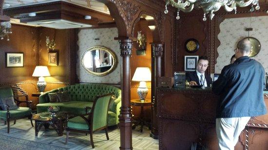 Hotel Niles Istanbul: Lobby area