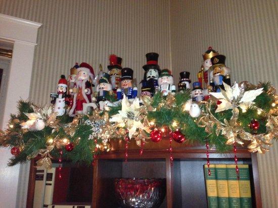 Holiday Decorations - Hotel La Rose Santa Rosa