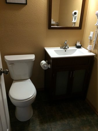 Yukon Inn: Nicely renovated bathroom