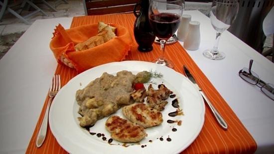 Rozario: Pork Medallions with gnocchi in tartuffo