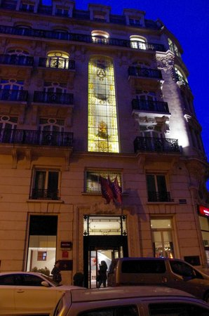 Mercure Lille Centre Grand Place : Hotel at night