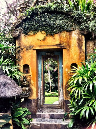 Villa Semana: The doorway to Cempaka Suite