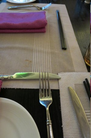 InterContinental Shanghai Ruijin: The dirty used cutleries set on my table