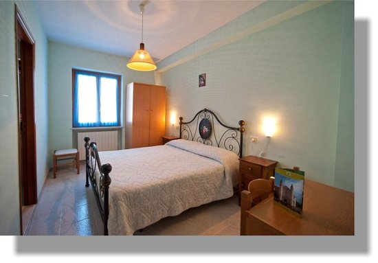 Hotel Ristorante Cascia : LE CAMERE DELL' HOTEL SONO DISTRIBUITE SU DUE PIANI LE CAMERE SONO DOTATE DI TV E BAGNO E RISCAL