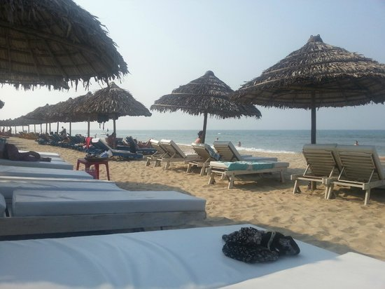 Little Hoian Boutique Hotel & Spa: Private beach with free hotel transfer (chairs no fee)