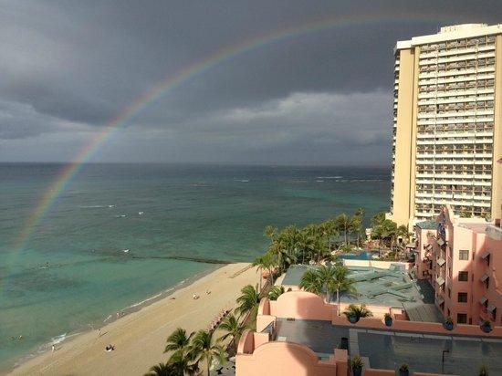The Royal Hawaiian, a Luxury Collection Resort : さっと雨が降ったあとに虹が!!!