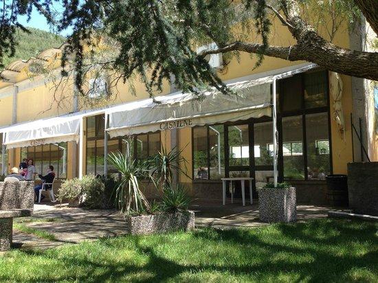 Agriturismo Casmene : La sala ristorante vista dall'esterno