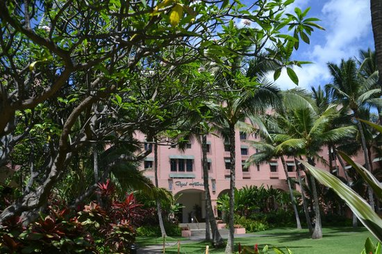 The Royal Hawaiian, a Luxury Collection Resort : 中庭も素晴らしい