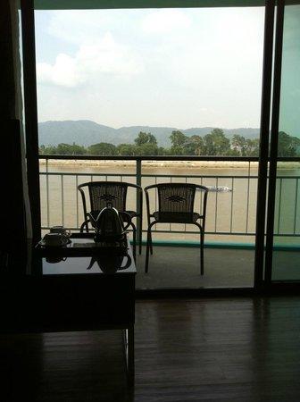 Serene at Chiangrai Hotel: ระเบียงห้องวิวแม่น้ำโขง
