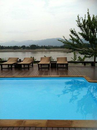 Serene at Chiangrai Hotel: สระว่ายน้ำ