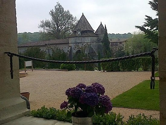 La Bastide : Vue depuis côté jardin devant