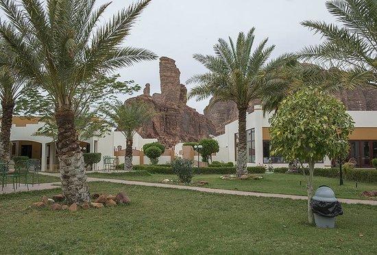 Al-Ula ARAC Resort: Hotel grounds with rock formation backdrop