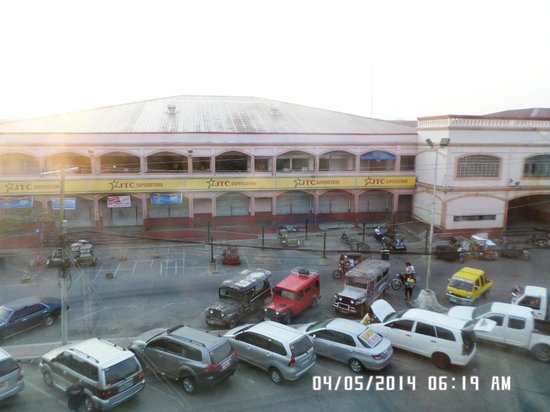 Green R Hotel: Thats JTC Store and the Vigan Market