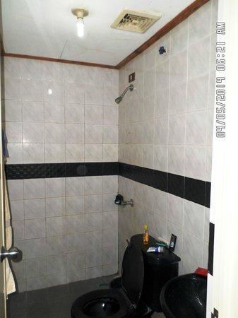 Green R Hotel: Bathroom