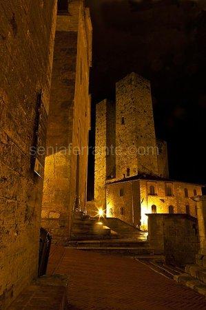 Residenza d'Epoca Palazzo Buonaccorsi: San Gimignano by night