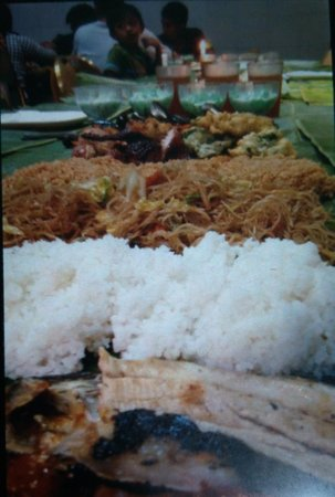 Jack's Grand View Hotel : Boodle fight at Jack's Grandview