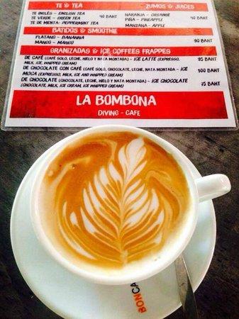 La Bombona Diving Cafe: Cafe con arte.