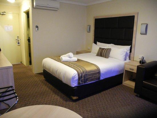 Best Western Plus Garden City Hotel: exec queen room