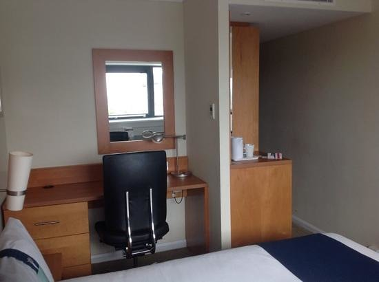 Holiday Inn Cardiff City Centre: Small, but enough for business guests.