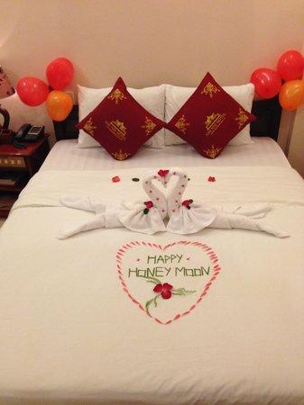 Nhi Nhi Hotel: Honey moon welcoming