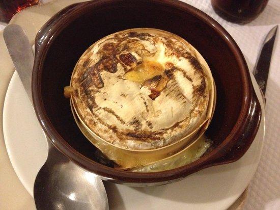 Le Tire Bouchon : Camembert cuit au feu de bois ( un régal)