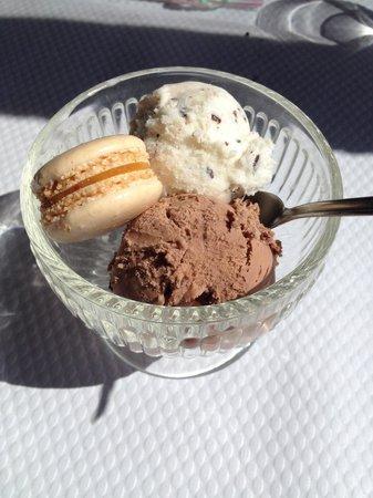 Le Tire Bouchon : Les meilleurs glaces du coin! ( pâte à tartiner et straciatella+petit macaron)