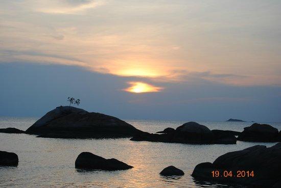 Kupu Kupu Phangan Beach Villas and Spa by l'Occitane: Le coucher de soleil