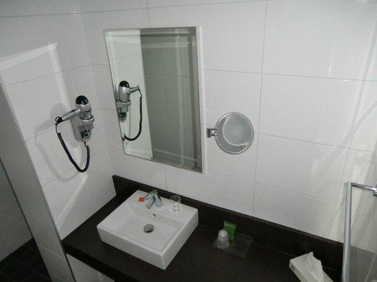 Amsterdam Tropen Hotel: neues Badezimmer