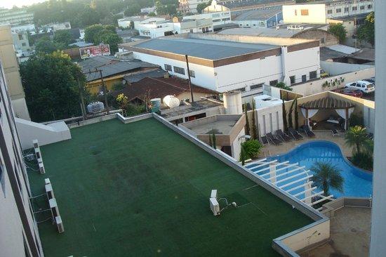 Nadai Confort Hotel & SPA: Piscina e quadra