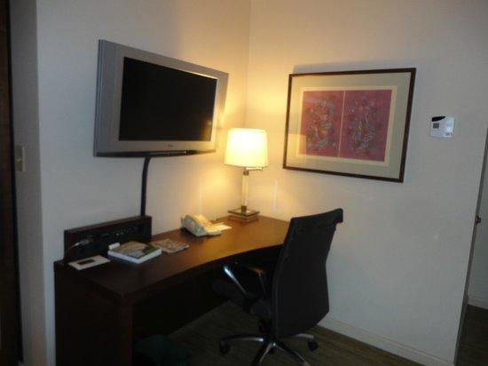 Renaissance Seattle Hotel: Renaissance Seattle - Living Room/Desk