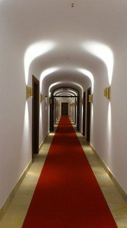 Schloss Elmau - Luxury Spa & Cultural Hideaway: 廊下