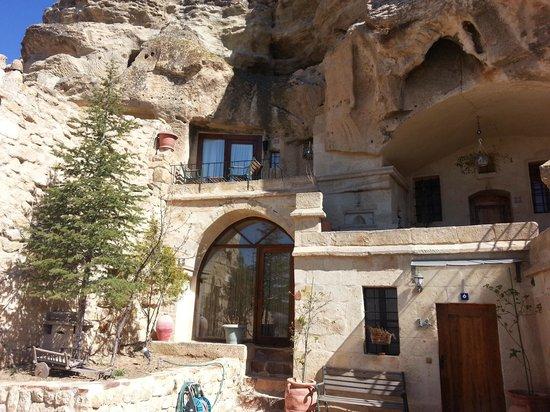 4ODA Cave House: Onden ve yakın çekim görünüş