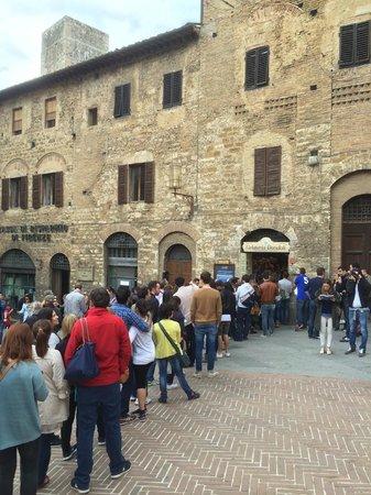 Gelateria Dondoli: Foto della fila!!!!