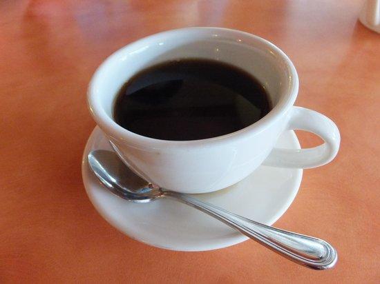 Cafe at the Park: こぼれているコーヒー3.25ドル