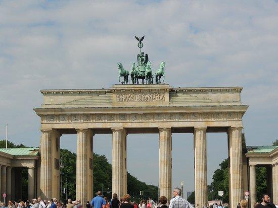 SANDEMANs NEW Europe - Berlin: Brandenburg Gate, tour meeting point
