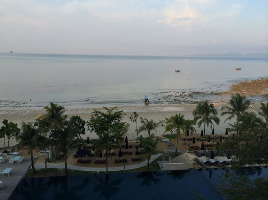 Nong Thale, Thailand: The Beach from the Beyond Resort lobby. Beautiful! Simply stunning.