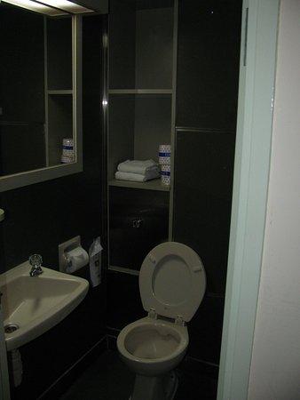 โรงแรมคาริตัส ลอดจ์: Shower