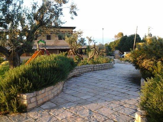 Montenero di Bisaccia, Itália: il viale nella natura