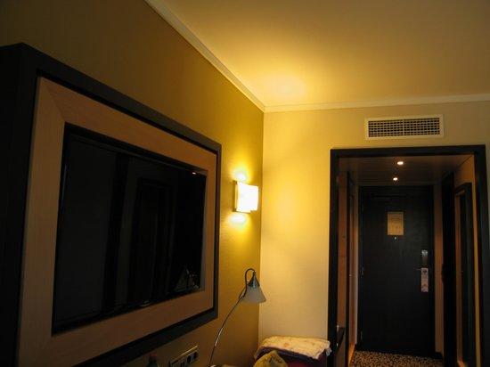SANA Lisboa Hotel: La TV de la habitación
