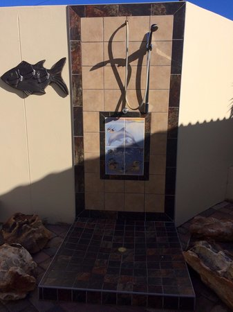 Fat Fish B&B : Outside shower