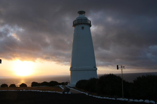 Cape Willoughby Lighthouse Keepers Heritage Accommodation: Lighthouse at sunrise