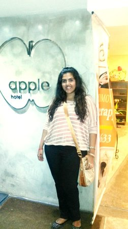 Apple Hotel : entrance of the hotel