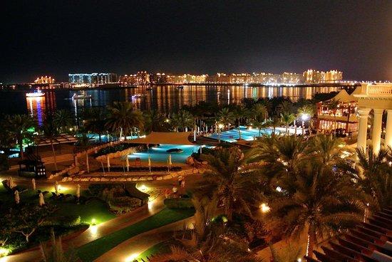 The Westin Dubai Mina Seyahi Beach Resort & Marina: Ночной вид из номера