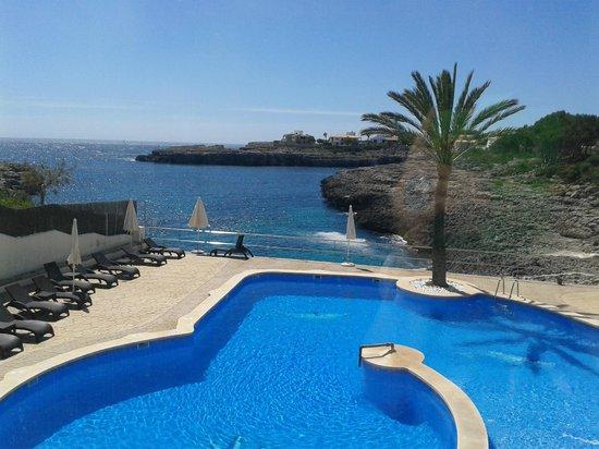 Pierre & Vacances Apartments Mallorca Portomar : Pool and bay
